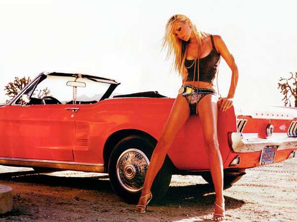 Q18. Which famous American supermodel tried to embark on a career in music when she released her debut single Oh Yeah in 1999? Caprice
