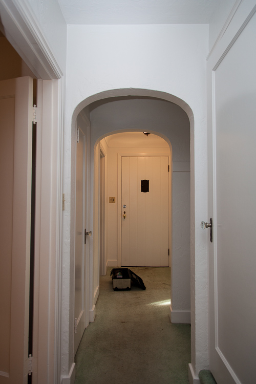 entrance (before): thehousediaries.com