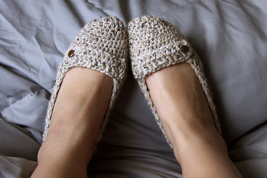 Cozy Oatmeal colored slippers knit by FiveStissterz on Etsy. Cute side button… they look like shoes!
