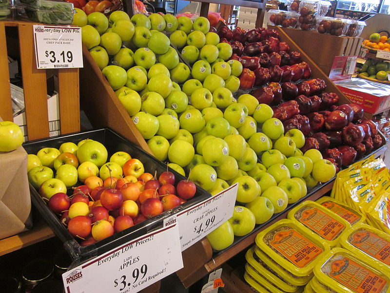 Apples in Rouse's Grocery Store, New Orleans - Source: Infrogmation of New Orleans, Creative Commons via Wikimedia Commons