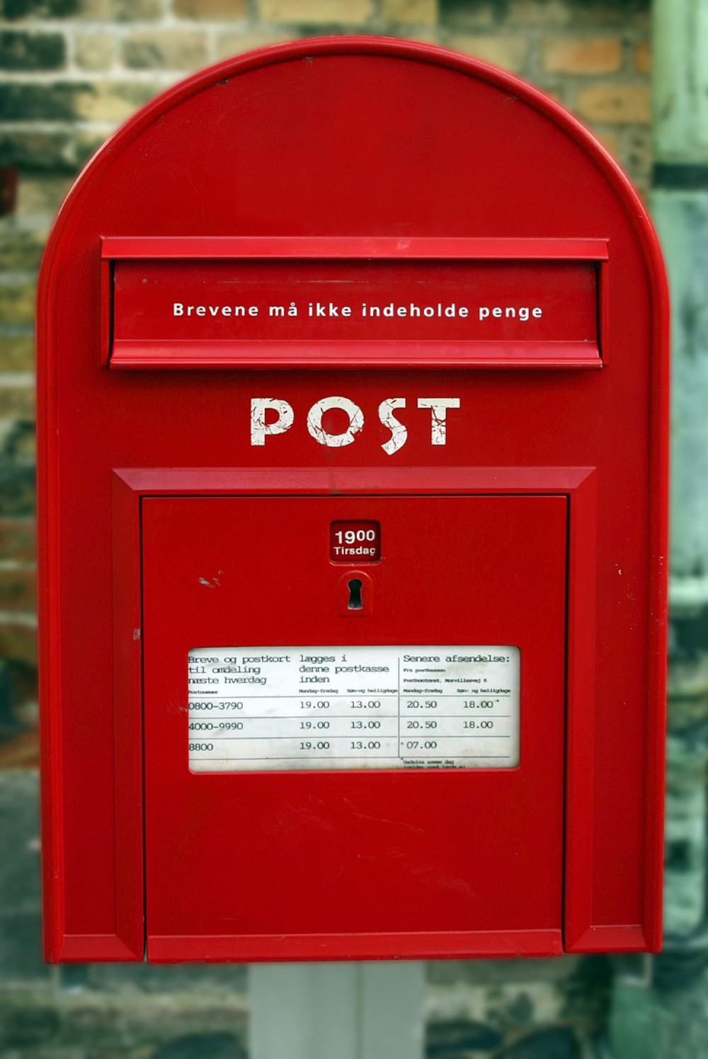 red mail box.jpg