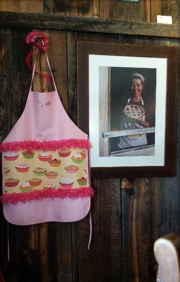 pie o neer pie shop apron and photo.jpg