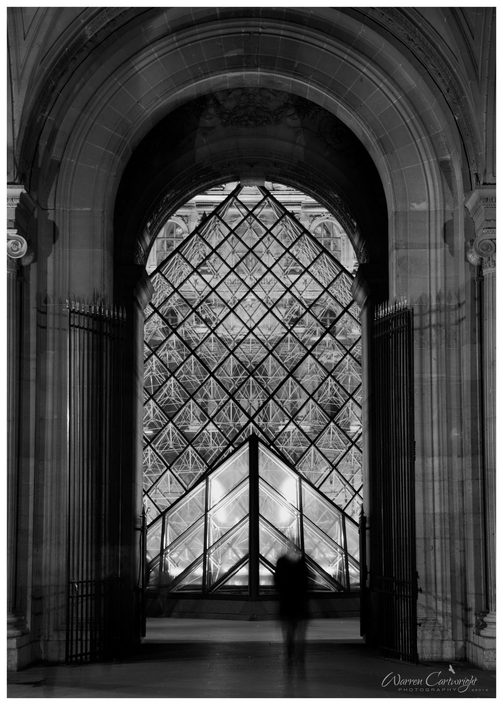 paris_ghosts_louvre.jpg