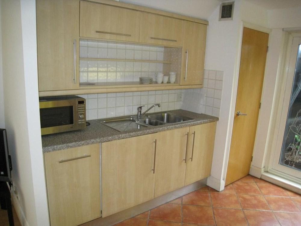 08flat_kitchen.JPG