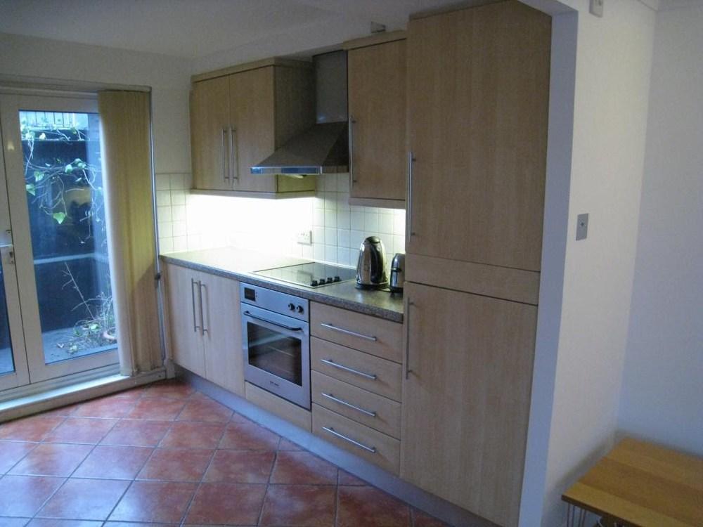 08flat_kitchen2.JPG