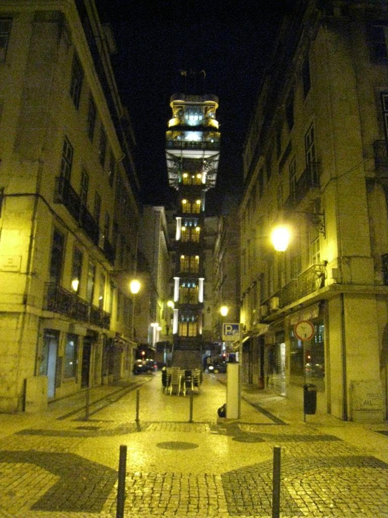 Night shot of the Elevador Santa Justa