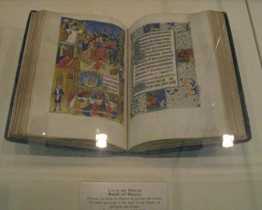 08lisbon_museum_book.JPG