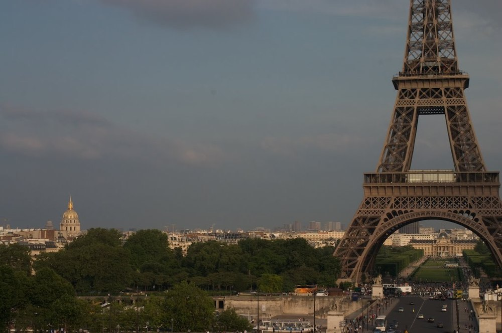 08Paris_effiel_tower_dome.jpg