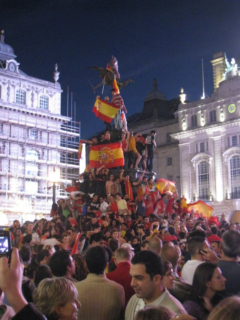 Spanish fans celebrate their Euro 2008 victory in Picadilly Circus. June 2008