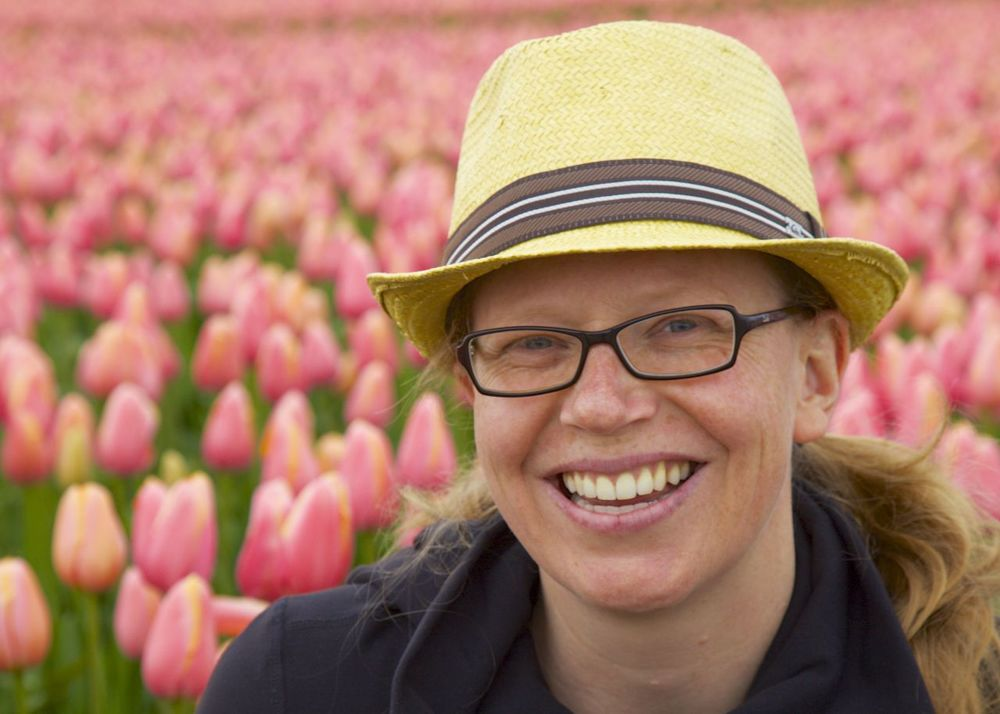 Justine posing in the tulip fields.