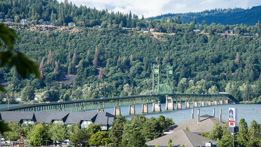 The Hood River Bridge over the Columbia River, crosses over between Washington and Oregon.