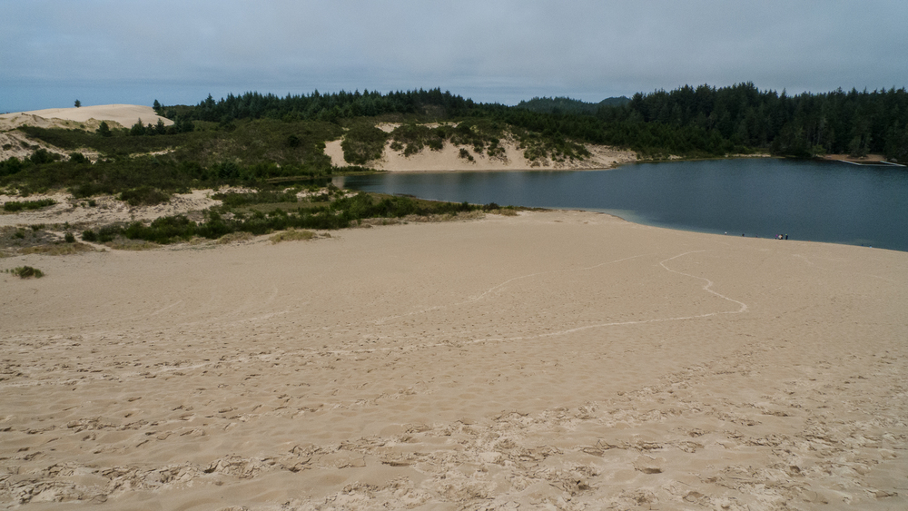 There are even lakes in amongst the sand dunes.