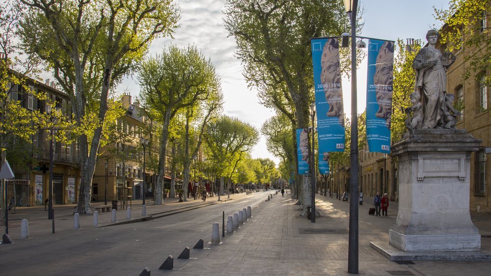 Early Saturday morning on the Cours Mirabeau.