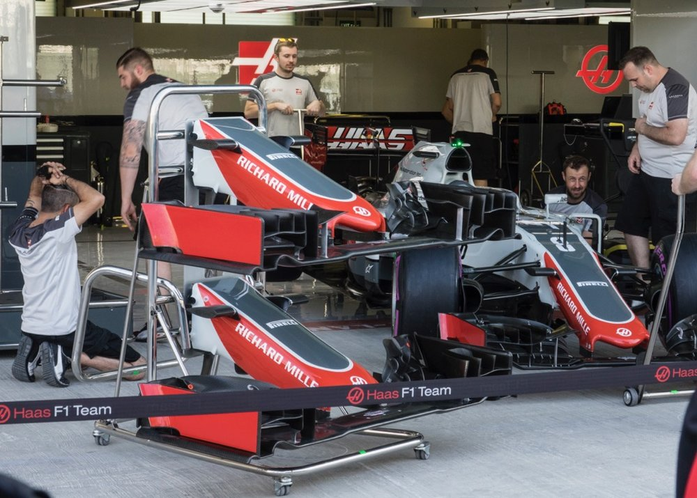 Replacement front wings for the Haas cars.