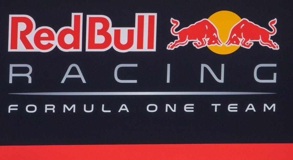 Abu Dhabi Grand Prix Pit Lane - 21.jpg