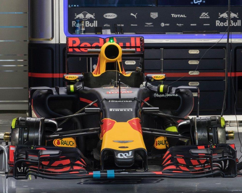 Abu Dhabi Grand Prix Pit Lane - 23.jpg