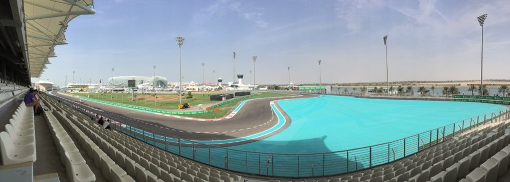 A bit of a panorama of the track.