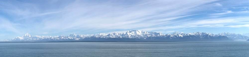 A very wide view of the mountains around Hubbard.