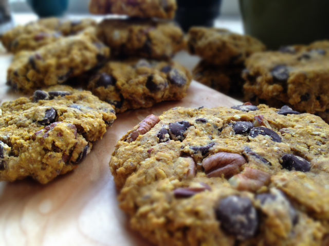 ... : Vegan Chocolate Chip & Pecan Oatmeal Cookies — The Dainty Pig