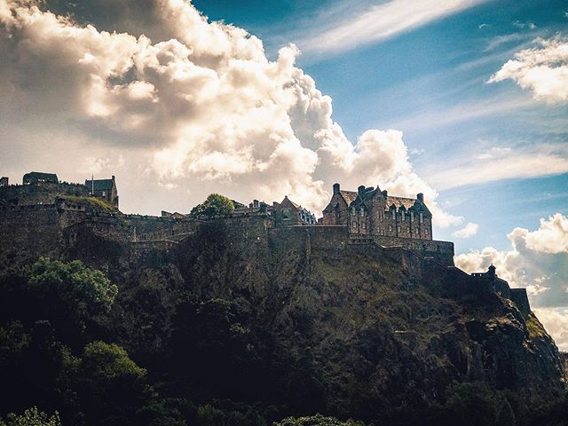 "Edinburgh was a charmer 👏🐇🎩 . Edinburgh Castle (📸⬆️) was built on steep cliffs of volcanic rock, making it a gigantic pain in the ass to invade. Its oldest piece, St. Margaret's Chapel, dates to the 12th century. Believed to be the oldest building in Edinburgh. It also housed prisoners of the American Revolution, who carved early 🇺🇸 flags into wooden doors. A ""visit, yo"" for history buffs. . . . . . #edinburgh #scotland #travel #edinburghcastle #photography #instaphoto #travelgram #scottish #castle #castles #hudsonschool #iphone7plus #mobilephotography #mobilephoto #cloud #hill #saturdaymorning #metamorphic #photopainting #igdaily #igtravel #travels #travelscotland"