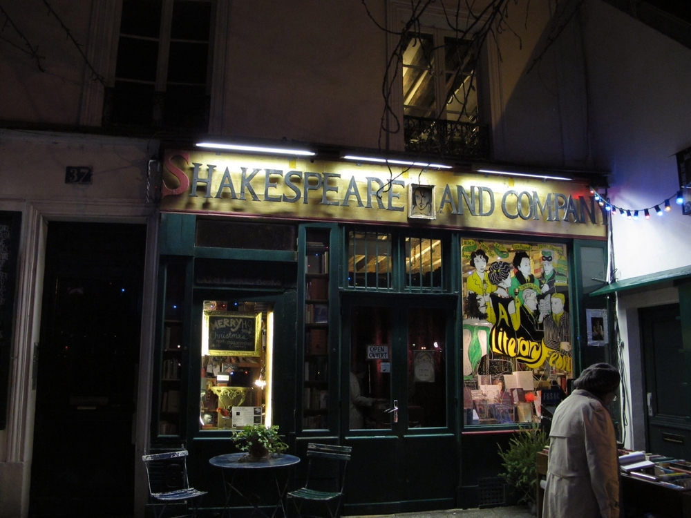 Paris: Shakespeare and Company / Notre Dame