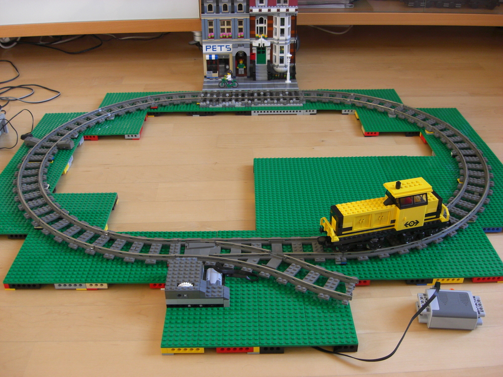 Modular tracks and motorized switch