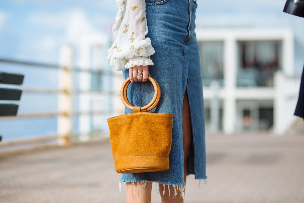 Trends : It's In The Bag - Image captured by Style Snooper Dan