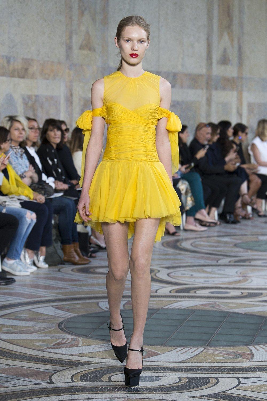 Trends : Turmeric And Saffron, A Spicy Season Ahead - Giambattista Valli Autumn 2017,  via The Business Of Fashion