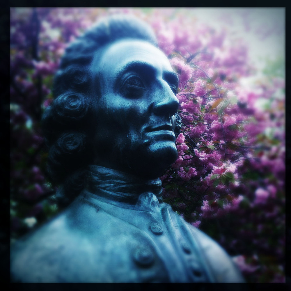 iPhone photo: statue of  Emanuel Swedenborg .