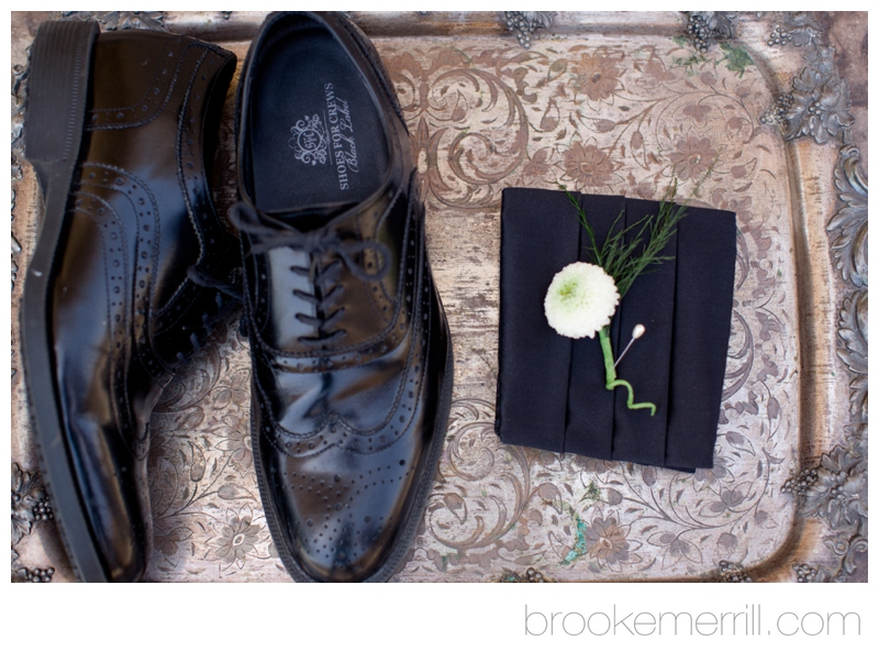 groom getting ready 01.jpg