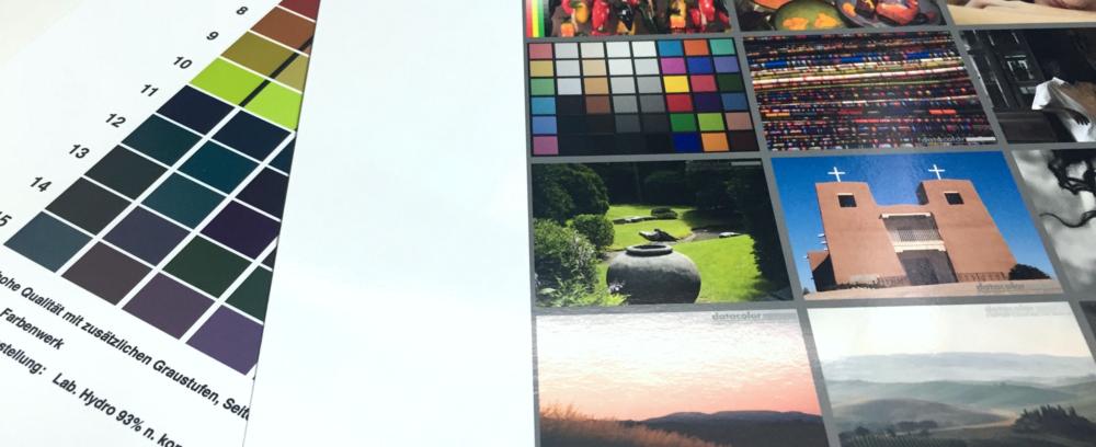Wieso nicht nennenswert?  farbenwerk  profiliert mit einem Gerät von X-Rite (erkannt anhand des Fingerprints der gestellten ICC-Profile) , wir mit einem SpyderPRINT von Datacolor. Geringe Abweichung auf Grund der Hersteller spezifischen Einstellungen, Durchtrocknungszeit usw. abgezogen passt das Profil perfekt.