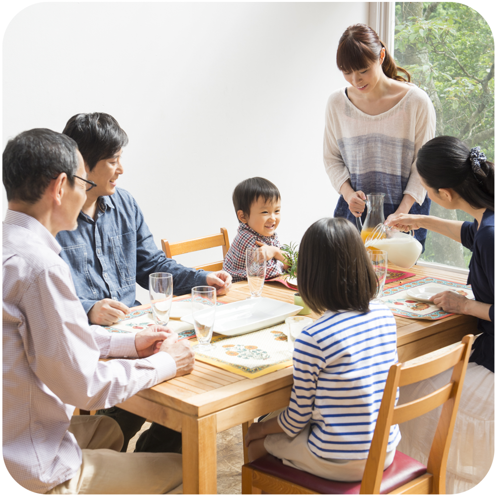 Family-dinner-web-rounded-corners.png