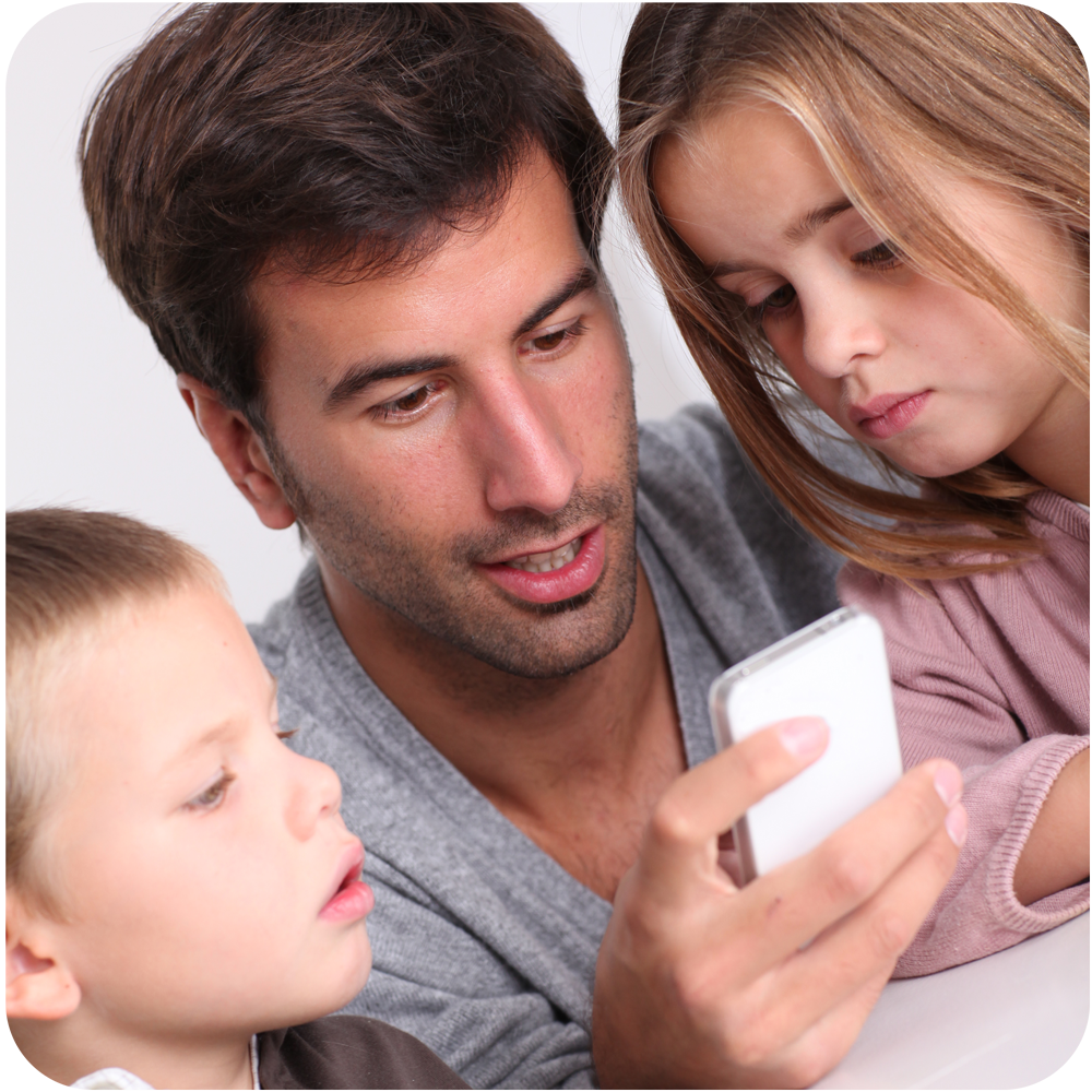 Dad-and-kids-with-phone-web-rounded-corners.png