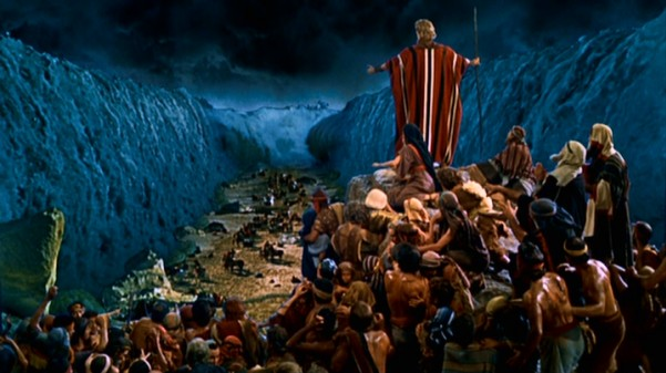Jerry was cast as an extra in the 1956 epic movie, The Ten Commandments. During filming, one of the stone tablets slipped from Chartlon Heston's grip and severed his finger clean off. It is also believed that this caused him to search out a career in music versus film.