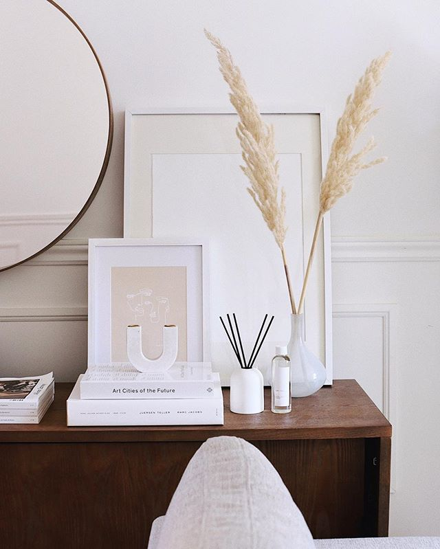 Loving this diffuser from @oakandforthome lately. It pairs so well with our home decor. And has a warm scent perfect for this time of year with notes of spice and violet, cedarwood, sandalwood, musk and patchouli. What scents are you drawn to in your home? #BeOakandFort