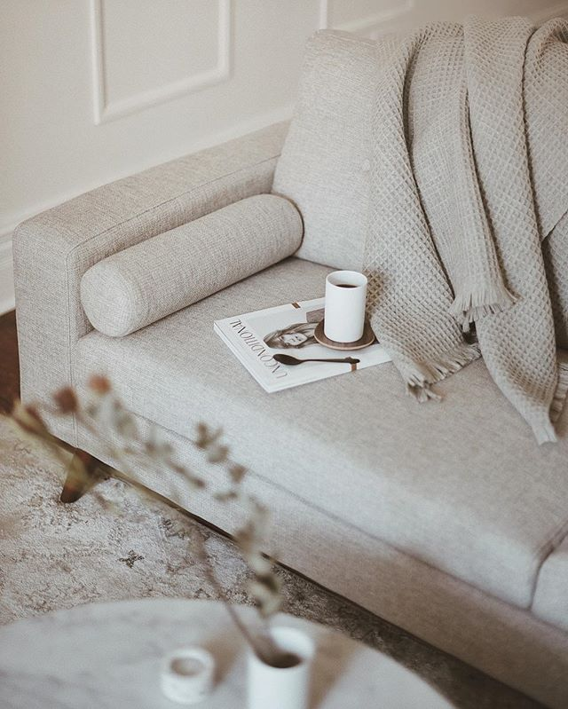 Keeping cozy with a cup of coffee and this beautiful wool throw from @oakandforthome. Let me know what your Monday looks like! #BeOakandFort
