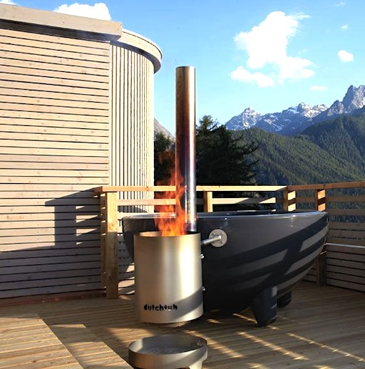 Dutchtub wood fired hot tub up kn rth for Outdoor bathtub wood fired