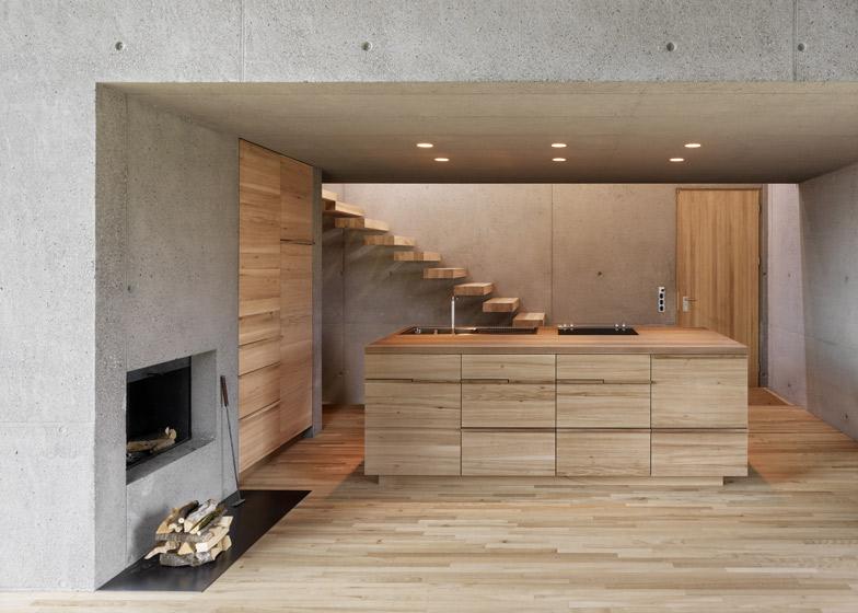 dezeen_Haus-Ruscher-by-OLKRUF_ss10.jpg
