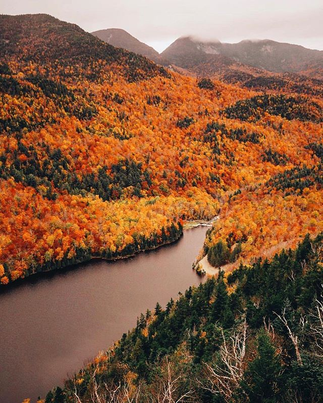 Awaiting winter in the Adirondack Mountains. Incredible view shot by @jessolm #getoutdoors #upknorth