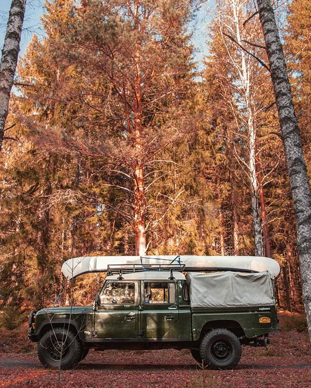 The right way to wait for winter; Off-road Land Rover 130 setup plus canoe. Dream vehicle by @td5adventures #getoutdoors #upknorth