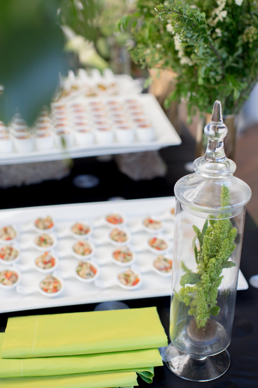 JennaBethPhotography-LGWConservatory-buffet-flowers.jpg
