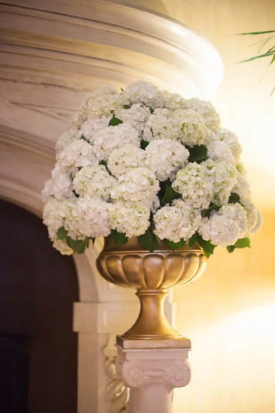 white-hydrangea-ceremony-flowers.jpg
