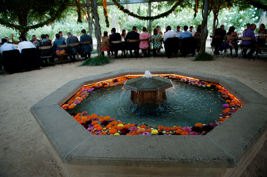 flowers-fountain-wedding-campovida-hopland.jpg