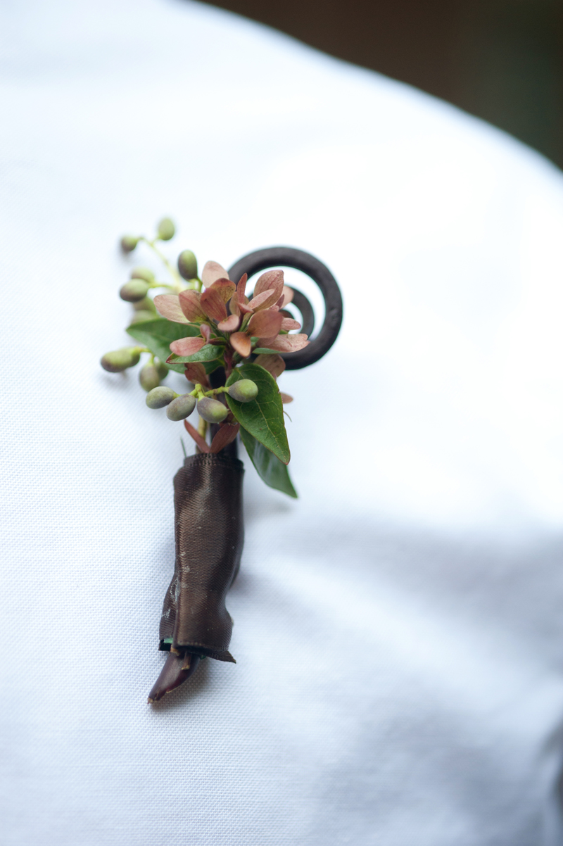 Boutonnierre_Fiddle-Head-Fern-Brown-LGW.jpg
