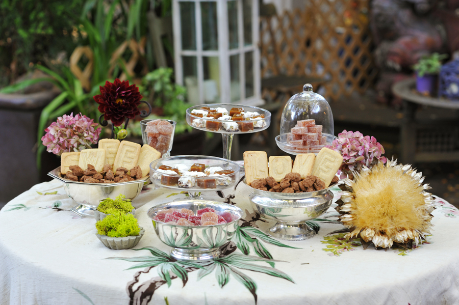 dessert-table-vintage-wedding.jpg