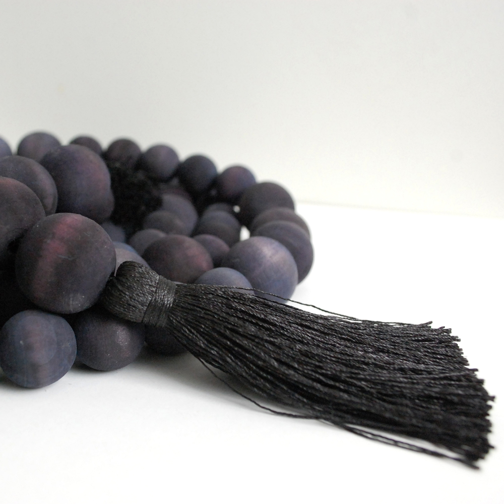 Garland_Black_Wooden-Beads-Tassel-02.jpg