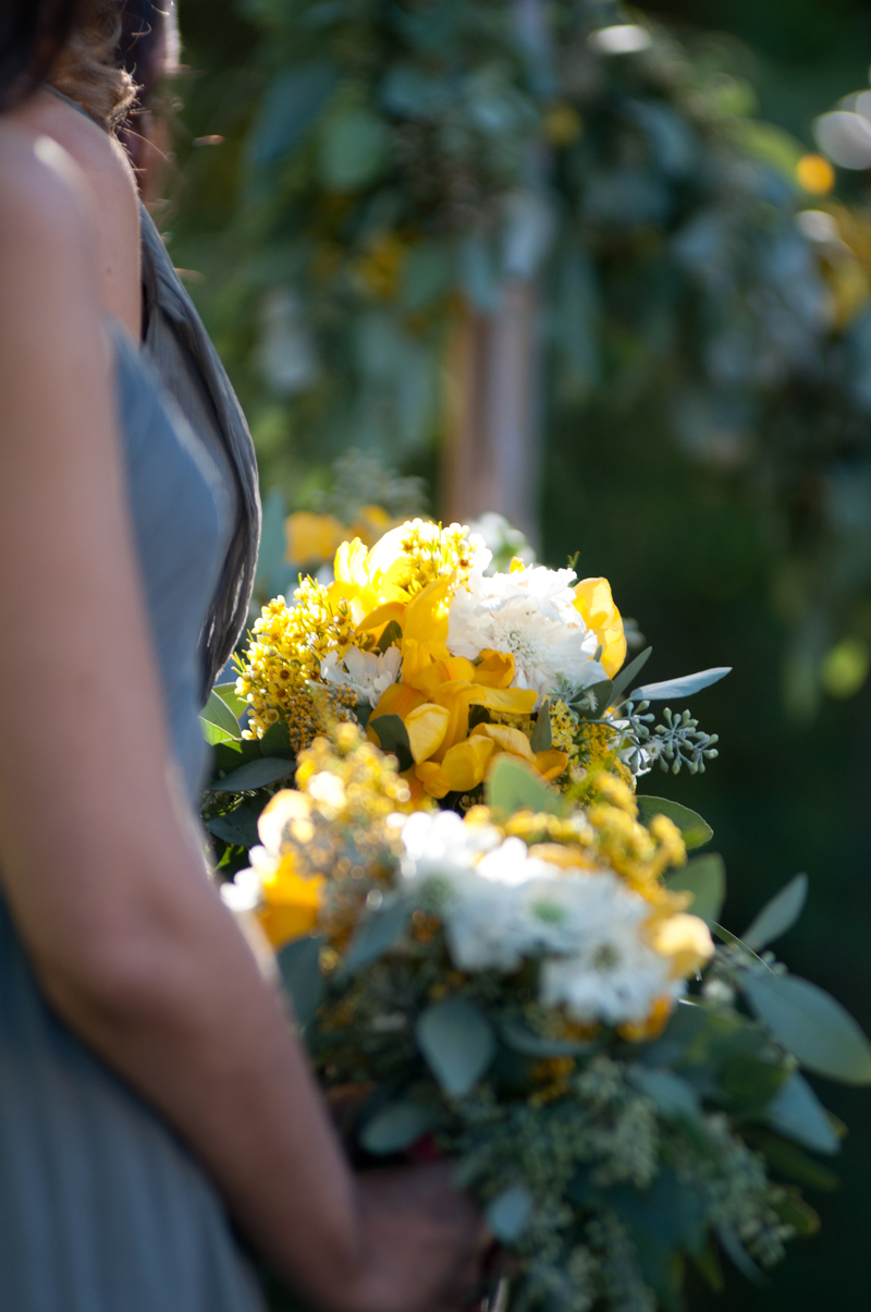 bridesmaid-wedding-bouquet-yellow.jpg