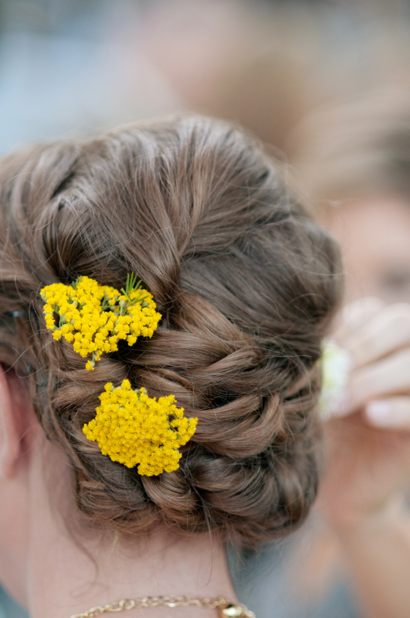 yellow-wedding-hair-flowers.jpg