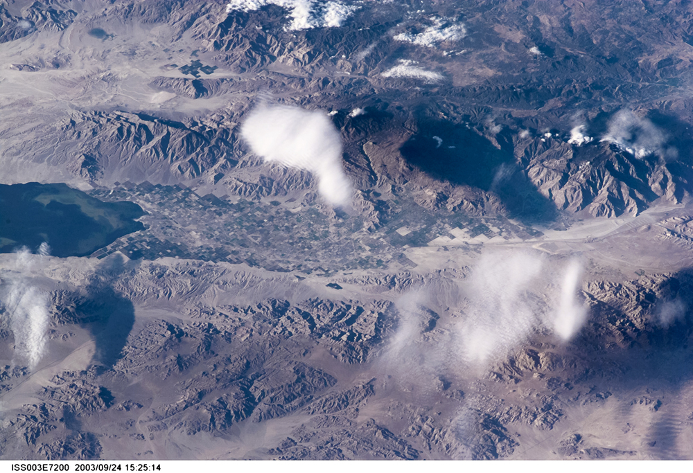A telephoto lens caught this oblique view of the Salton Sea later that year during the third ISS expedition.  ( Source )