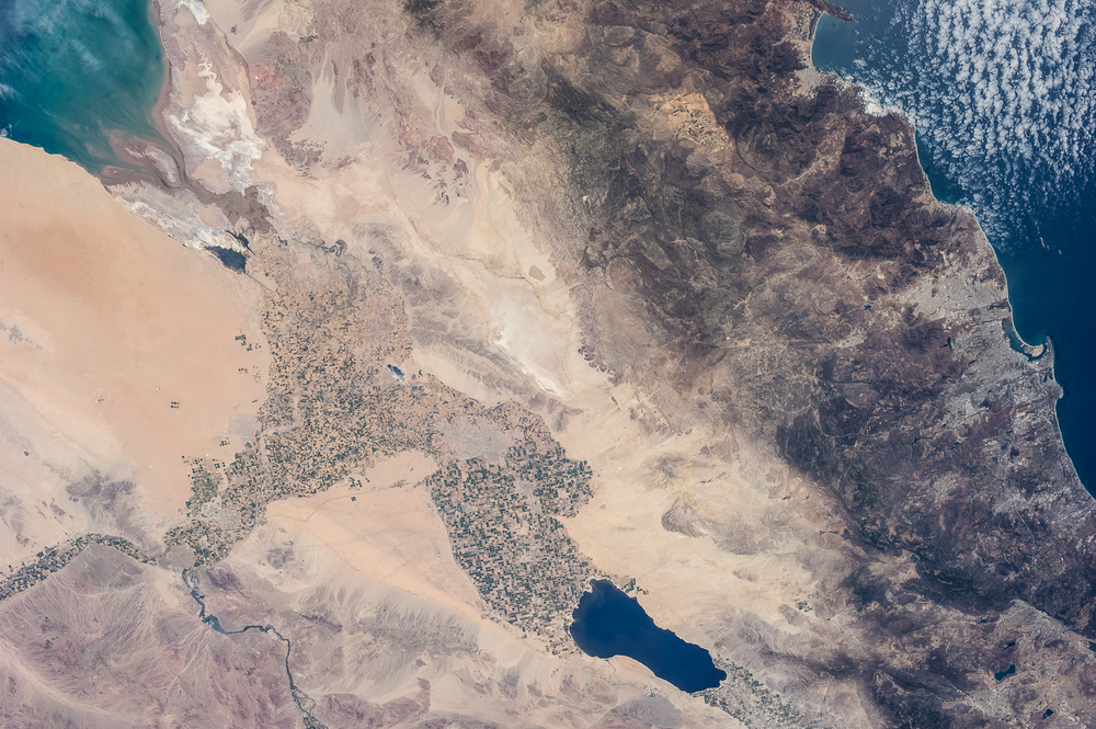 The relatively wide angle of the 50mm lens an ISS astronaut used in 2013 places the Salton Sea (bottom) in context with the Gulf of California (top left) and Pacific Ocean (top right).  ( Source )